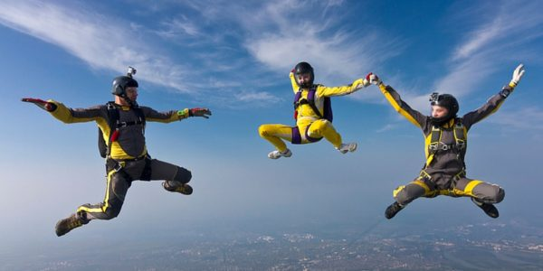 sport jumpers skydiving