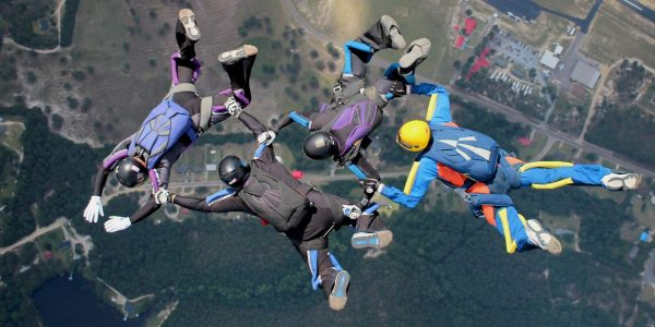4-way formation skydiving team
