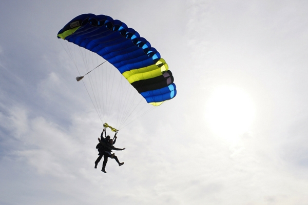 tandem student experiences 5 mins of canopy flight after skydive