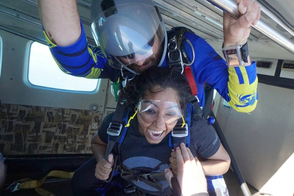 women experiences how long from runway to skydiving exit